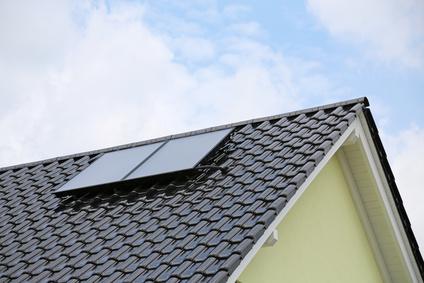 Eine thermische Solaranlage kann für mehr als nur heißes Duschwasser sorgen