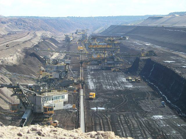 Blick in den Braunkohle-Tagebau Welzow Süd in der Lausitz.