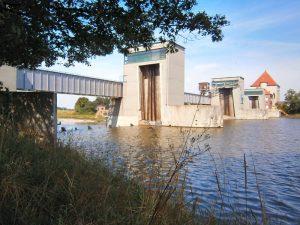 Das Weserwehr in Doerverden ist ein Wasserkraft