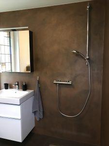 Fugenlose Fläche im Badezimmer